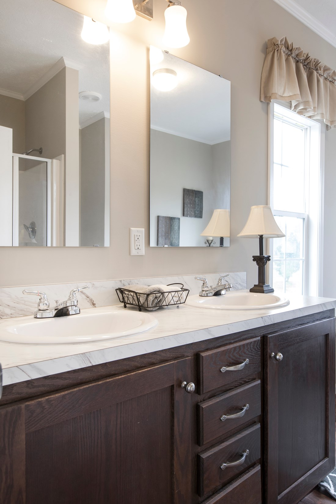 The 5582 SWEET CAROLINE Master Bathroom. This Manufactured Mobile Home features 4 bedrooms and 2 baths.